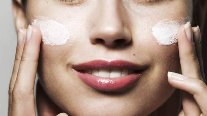 Як доглядати за комбінованою шкірою обличчя  поради 15feedb1c3bb5